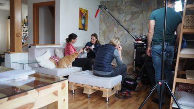 Maggie Entenfellner mit Petra Ott Orf Drehtag Katzenkörpersprache
